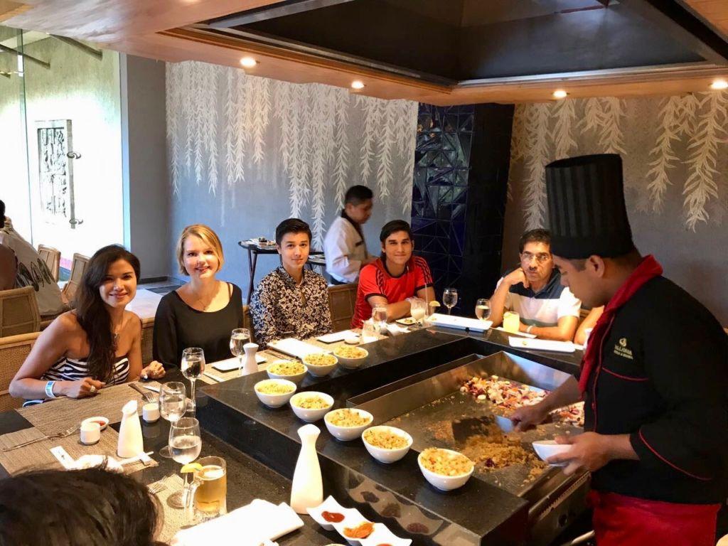Mi familia en México y yo (meine Familie in Mexiko und ich). Ella ist die zweite von links. – Bild: Ella Lory