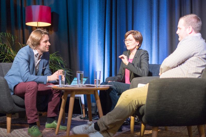 Regula Rytz und Sven Bosshard im Generationentalk. - Bild: Robin Glauser